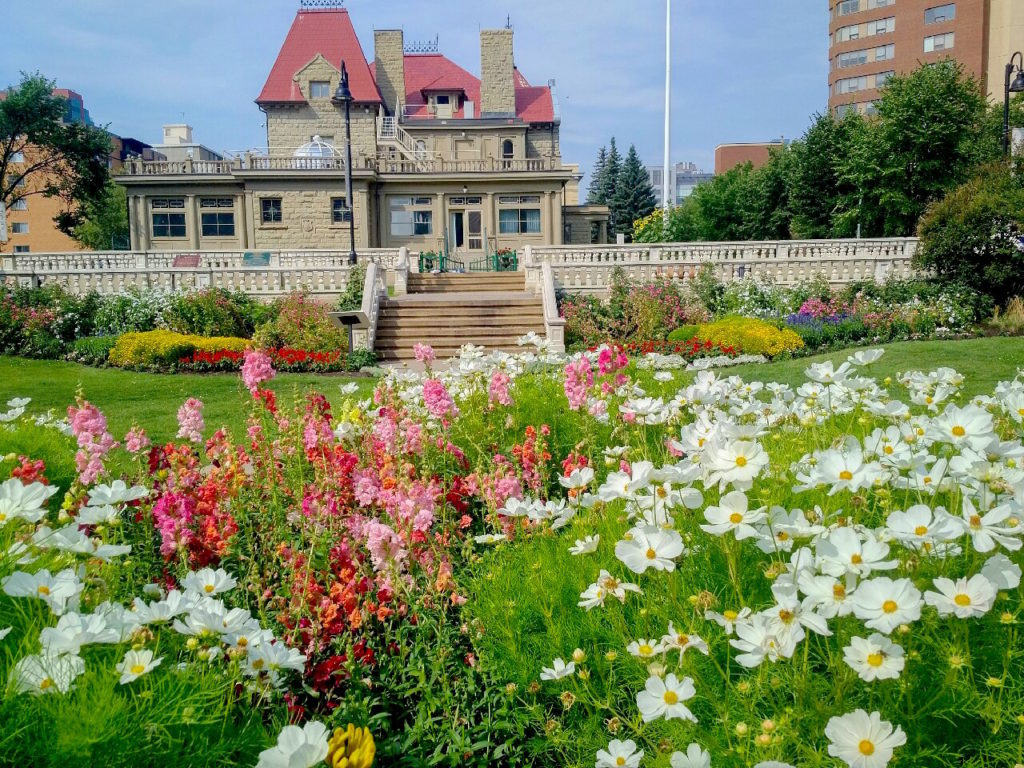 Lougheed House in the heart of downtown, enjoy a Calgary picnic